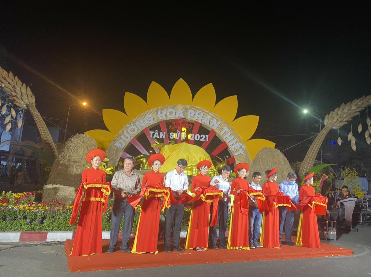 Nova Group tài trợ đường hoa tại TP HCM, Phan Thiết và Biên Hòa - Ảnh 3.