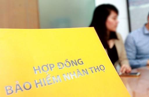 Tây Ninh chấn chỉnh tình trạng ép người vay tiền tham gia gói bảo hiểm nhân thọ - Ảnh 1.