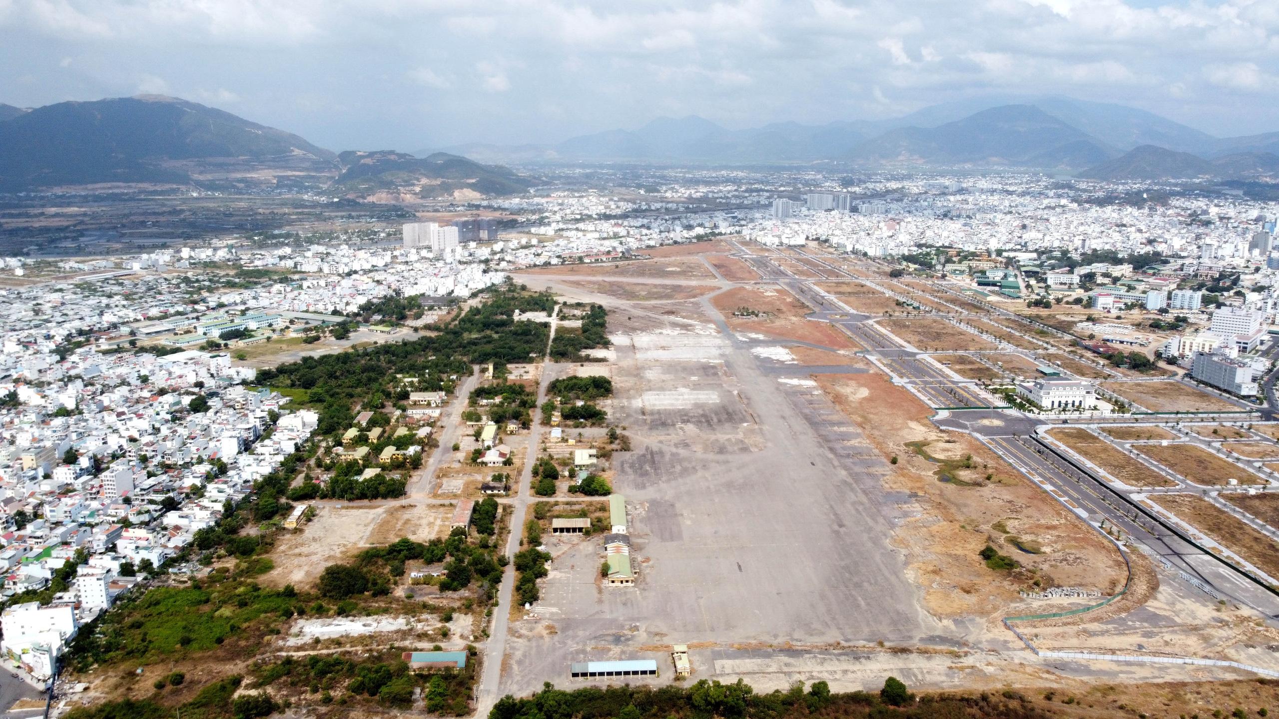 Cận cảnh khu đất sân bay Nha Trang cũ chuẩn bị đấu giá đất - Ảnh 6.