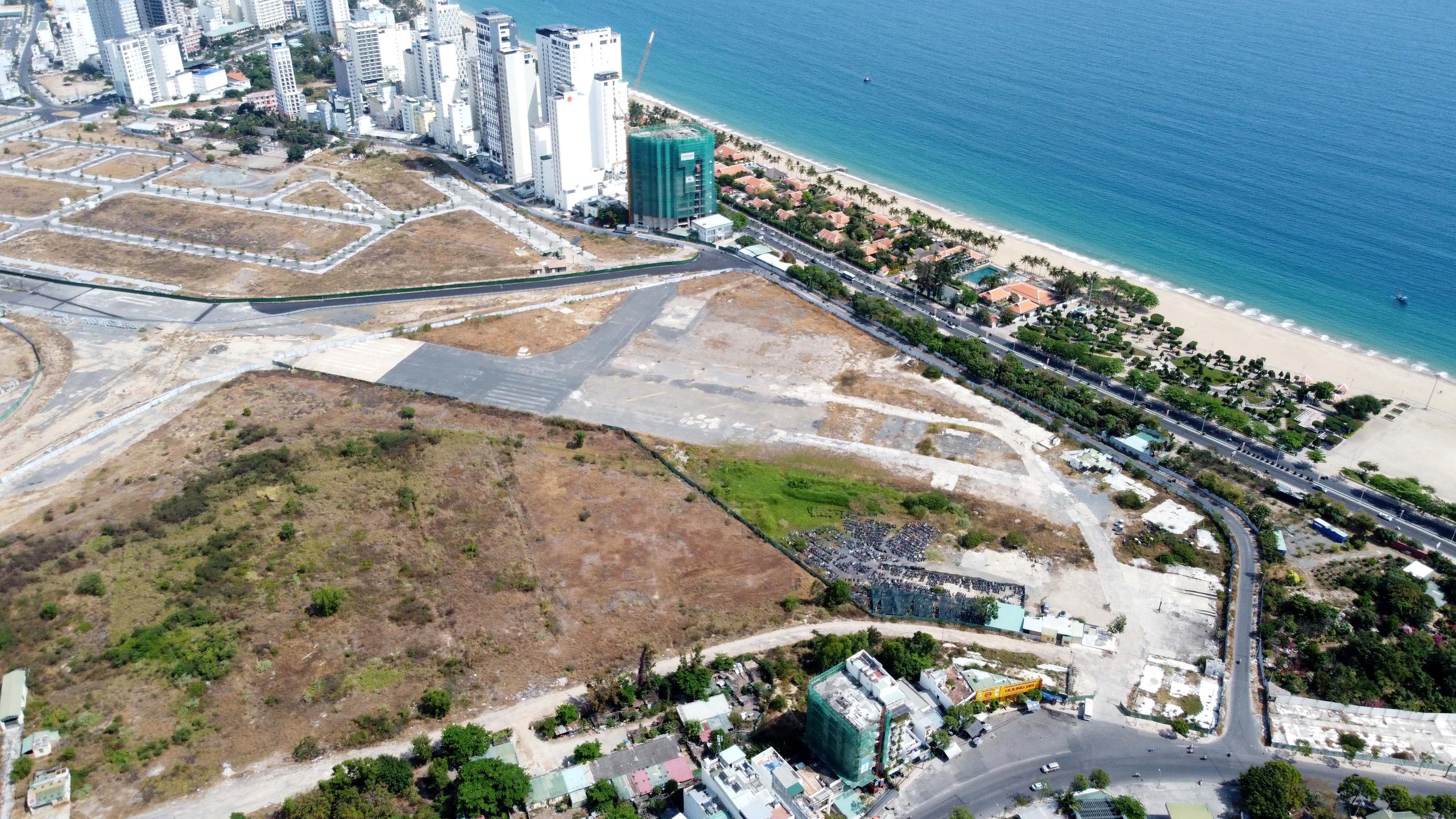Cận cảnh khu đất sân bay Nha Trang cũ chuẩn bị đấu giá đất - Ảnh 9.