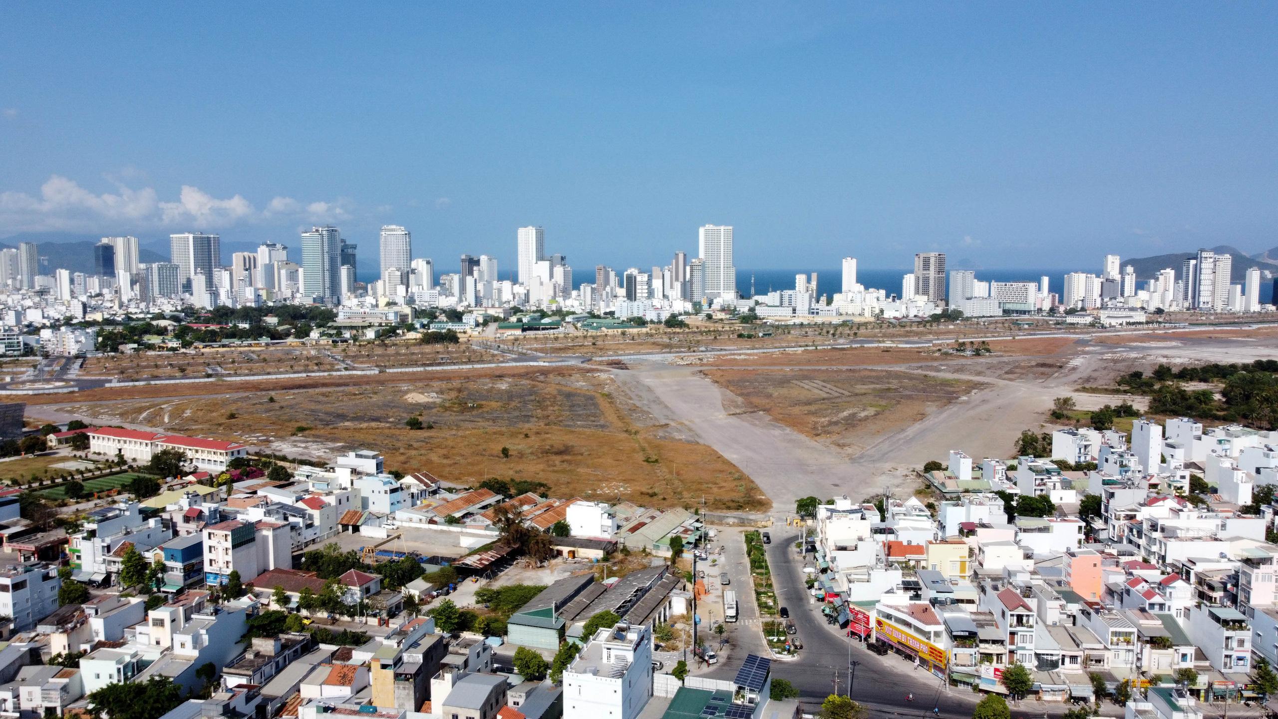 Cận cảnh khu đất sân bay Nha Trang cũ chuẩn bị đấu giá đất - Ảnh 14.