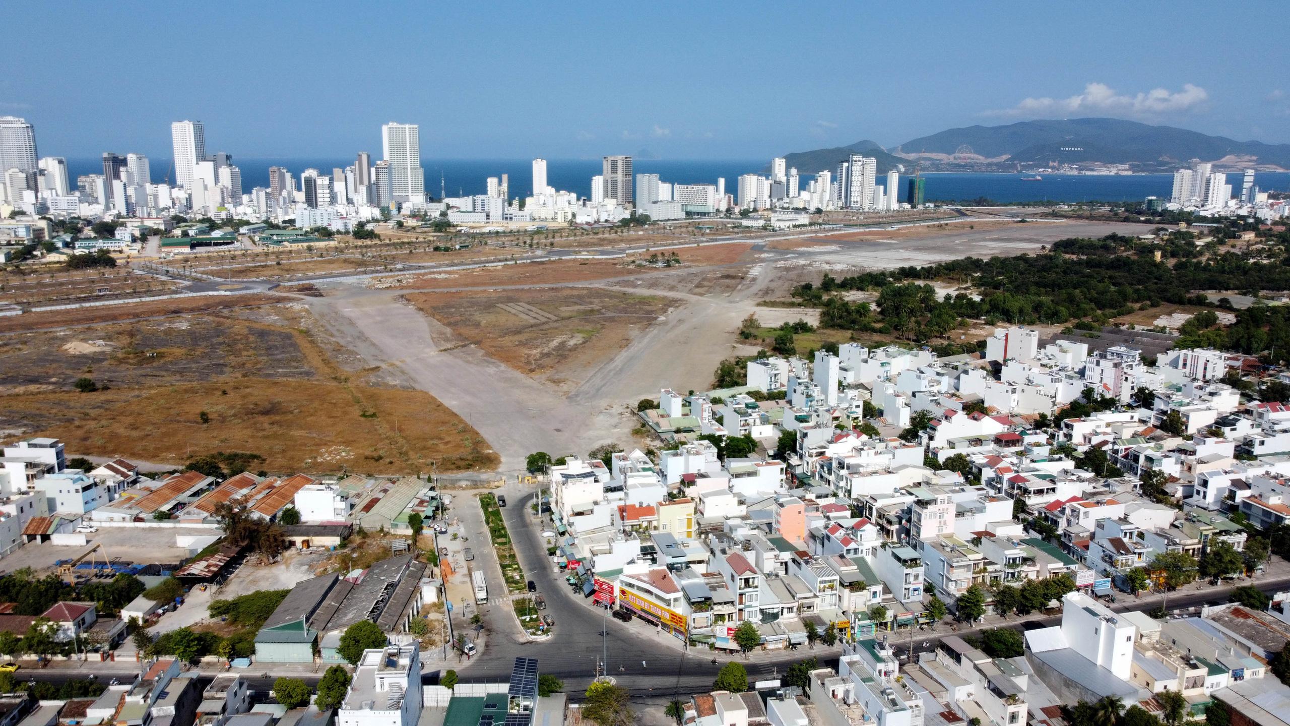 Cận cảnh khu đất sân bay Nha Trang cũ chuẩn bị đấu giá đất - Ảnh 2.