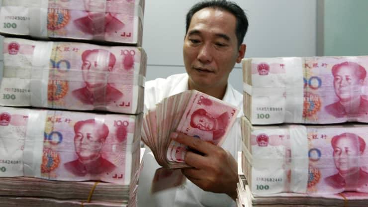 Các mánh lợi dân Trung Quốc dùng để lén chuyển tiền ra nước ngoài - Ảnh 1.