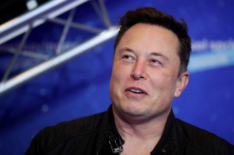 SpaceX của tỷ phú Elon Musk giành hợp đồng phát triển tàu lên Mặt Trăng - Ảnh 1.