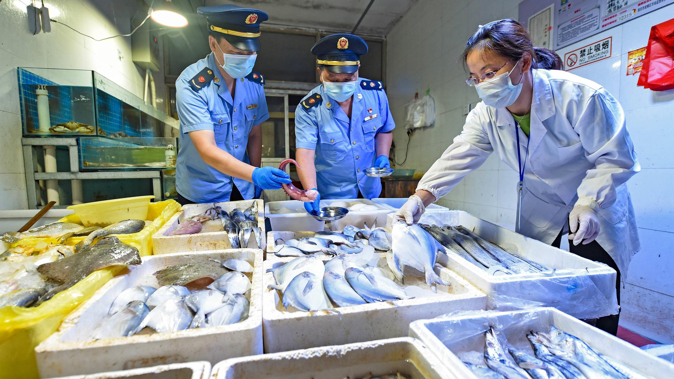 Ngành thủy sản Trung Quốc như đang ngồi trên đống lửa - Ảnh 2.