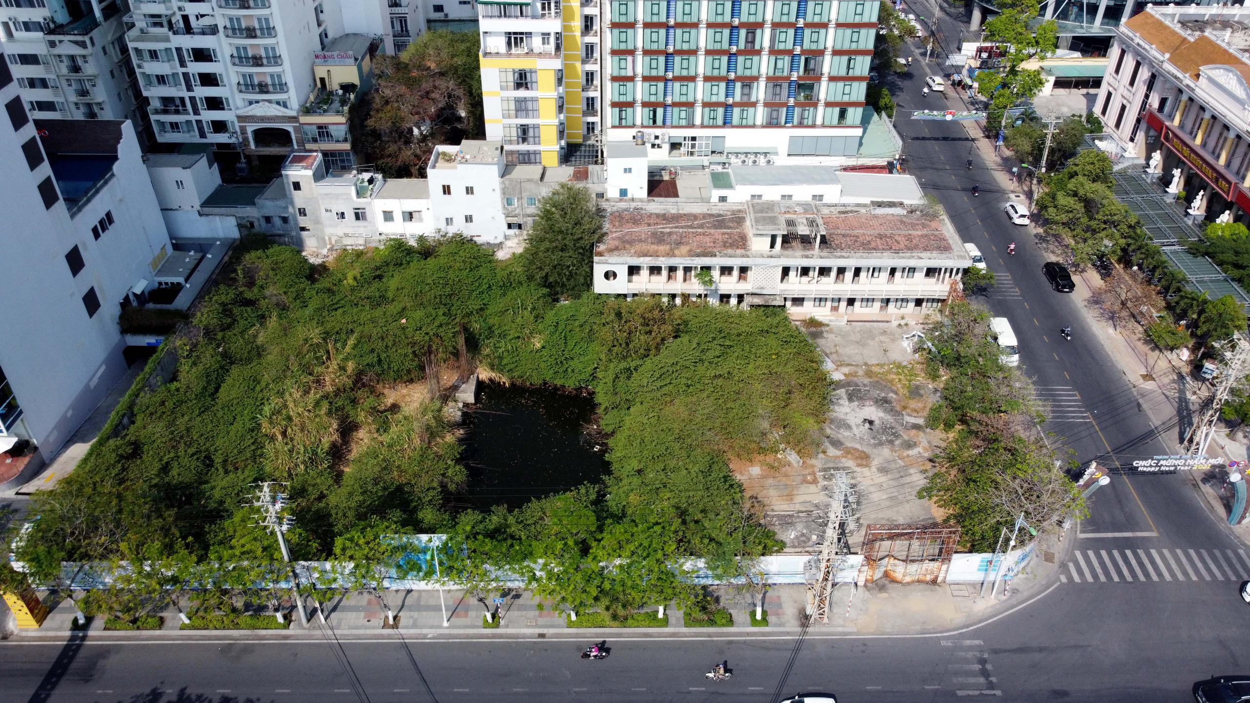 Hàng loạt dự án 'đất vàng' mặt tiền biển Nha Trang trở thành bãi hoang - Ảnh 3.