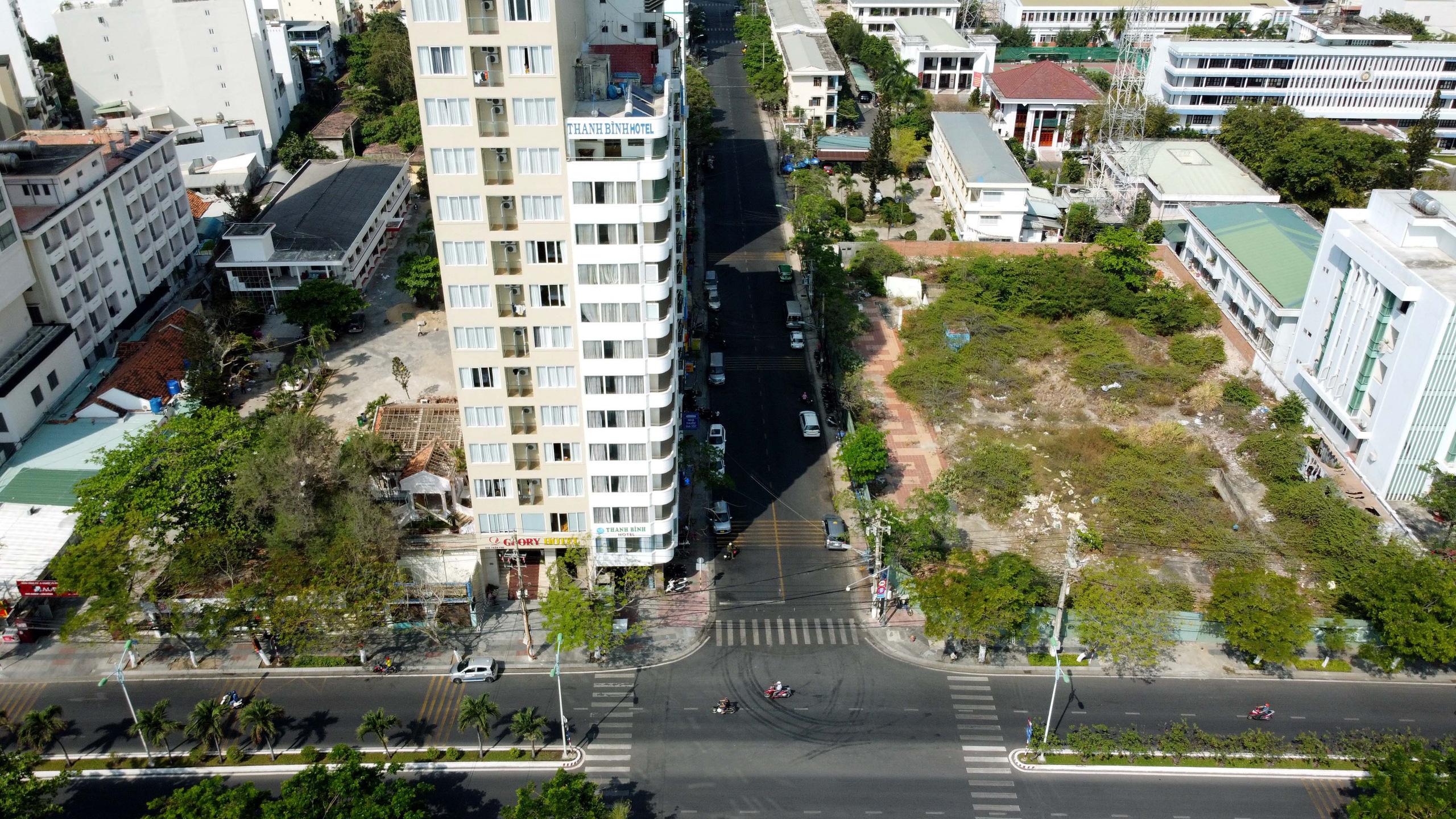 Hàng loạt dự án 'đất vàng' mặt tiền biển Nha Trang trở thành bãi hoang - Ảnh 7.