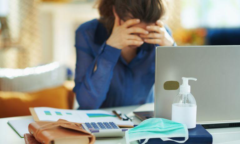 Cách vượt qua căng thẳng tài chính cho phụ nữ - Ảnh 1.