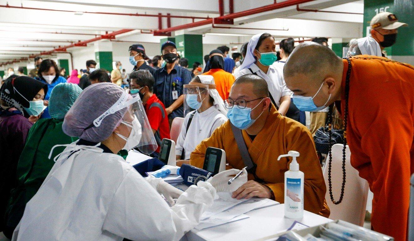 Châu Á đang tụt hậu trong cuộc đua tiêm chủng vắc xin COVID-19  - Ảnh 4.