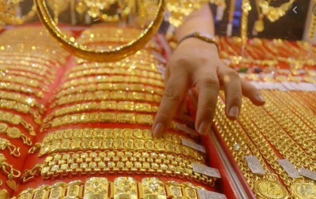 Giá vàng hôm nay 25/3: SJC chững lại, giao dịch quanh mốc 55 triệu đồng/lượng - Ảnh 1.