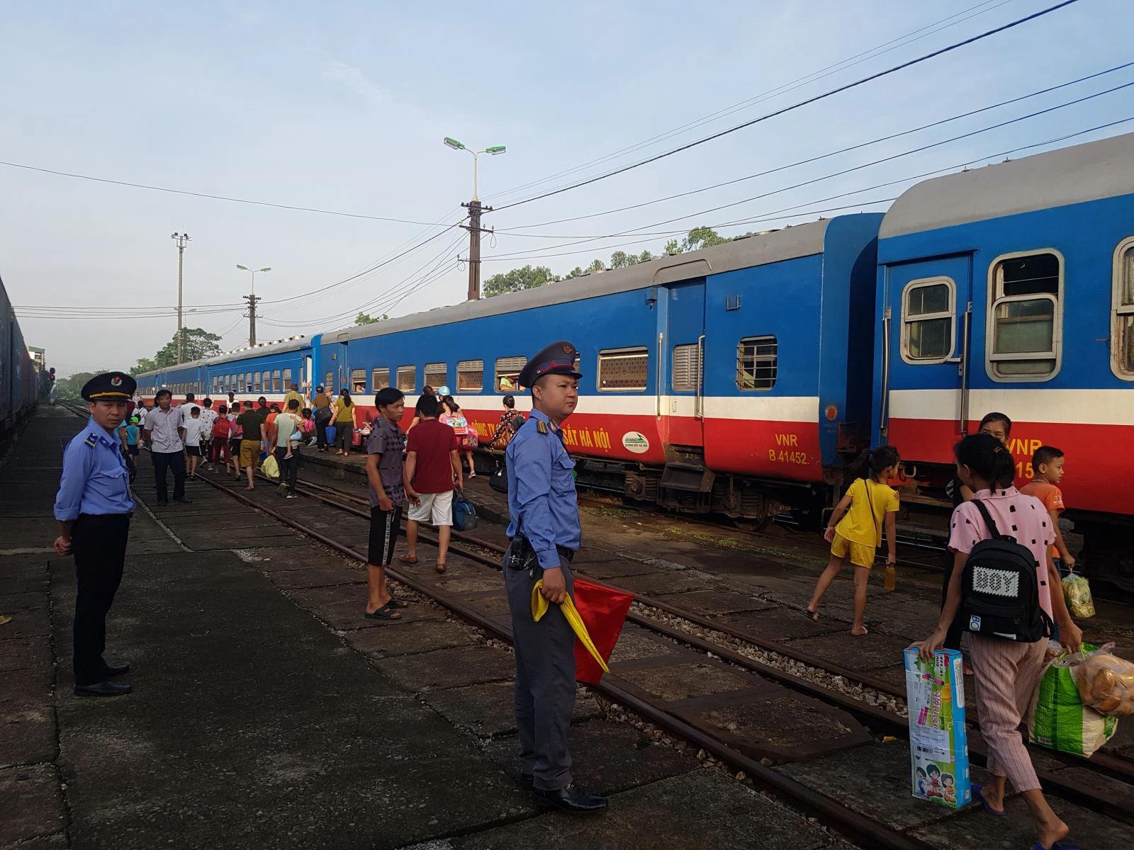 Đường sắt Việt Nam mở bán vé các tuyến tàu thêm cho dịp 30/4 và 1/5 - Ảnh 1.