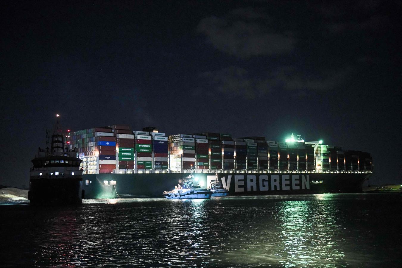 Một cơn gió độc làm thương mại toàn cầu méo miệng: Nguồn cơn câu chuyện lạ kỳ từ Suez - Ảnh 6.