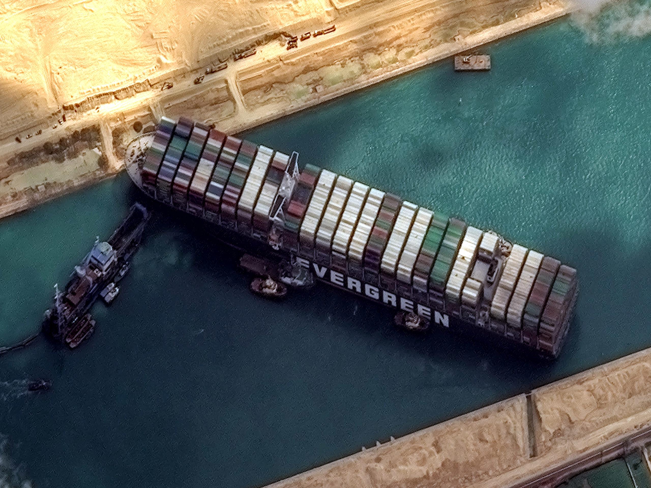 Những ngộ nhận về vụ mắc kẹt ở Suez - Ảnh 1.