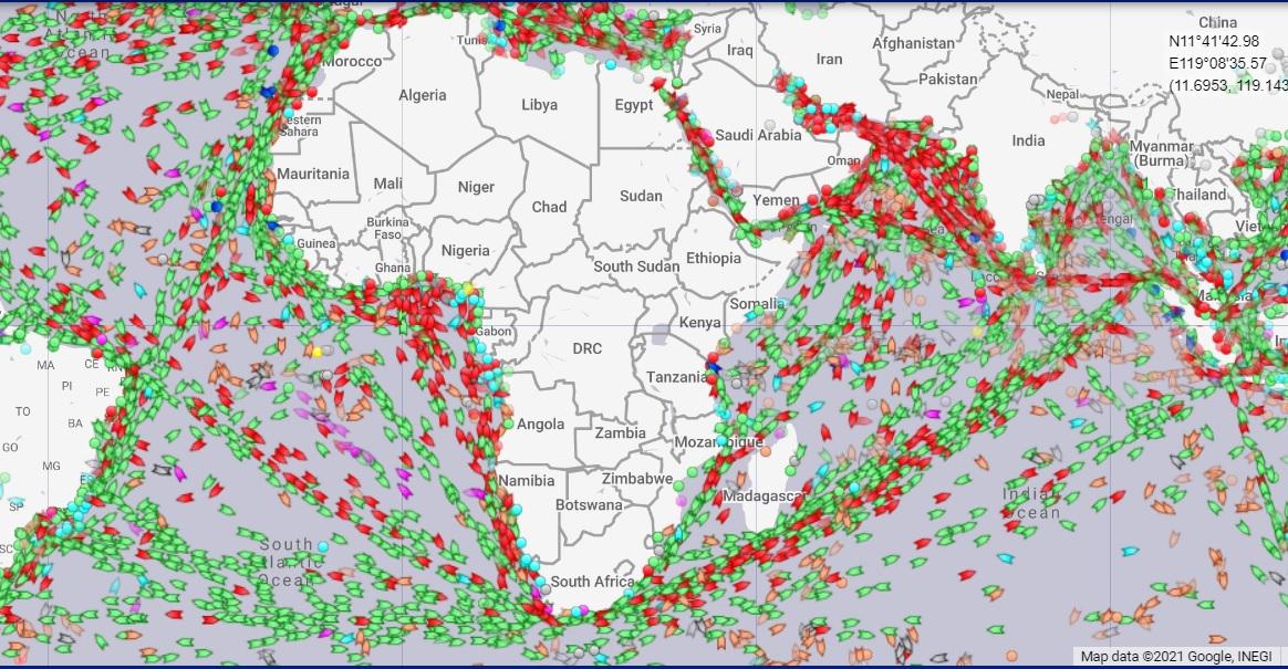 Tàu hàng lũ lượt đi vòng qua Mũi Hảo Vọng, tàu hút cát tụ hội về Suez - Ảnh 1.