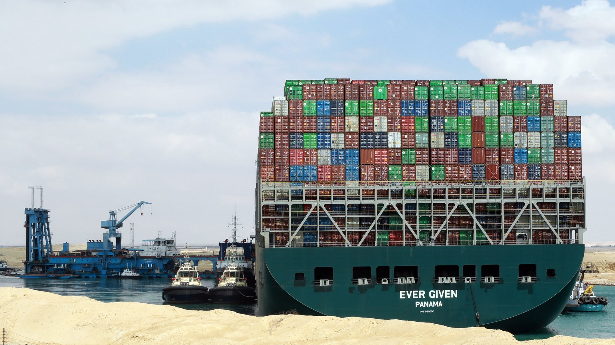 Thủy triều nhen nhóm hy vọng giải thoát siêu tàu mắc cạn ở Suez - Ảnh 1.