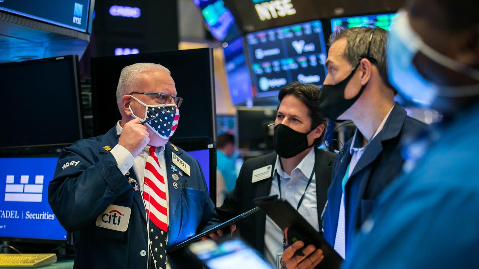 Nhà đầu tư Mỹ chốt lời phiên cuối tuần, loạt chỉ số giảm điểm - Ảnh 1.