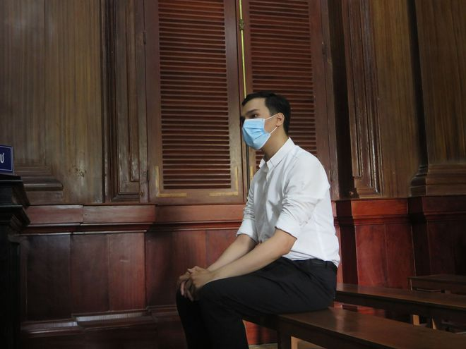 Đề nghị phạt 2-3 năm tù treo với nam tiếp viên làm lây lan dịch COVID-19 - Ảnh 1.
