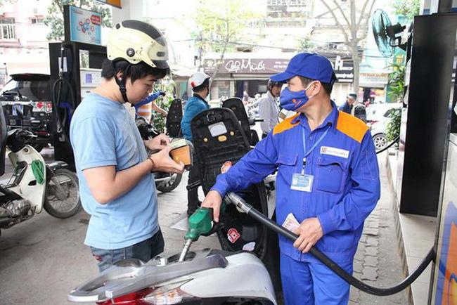 Bộ Tài chính thông tin về tăng giá sách giáo khoa và xăng dầu - Ảnh 2.
