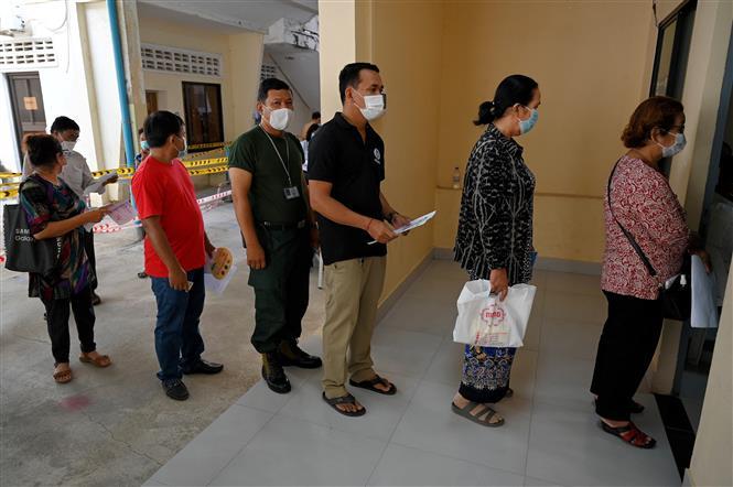 Dịch COVID-19 hôm nay 31/3: Một số nước dừng tiêm vắc xin AstraZeneca cho người dưới 60 tuổi - Ảnh 3.