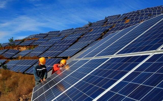 Ông lớn ngành điện lực Malaysia mua lại cổ phần 5 dự án điện mặt trời tại Việt Nam - Ảnh 1.