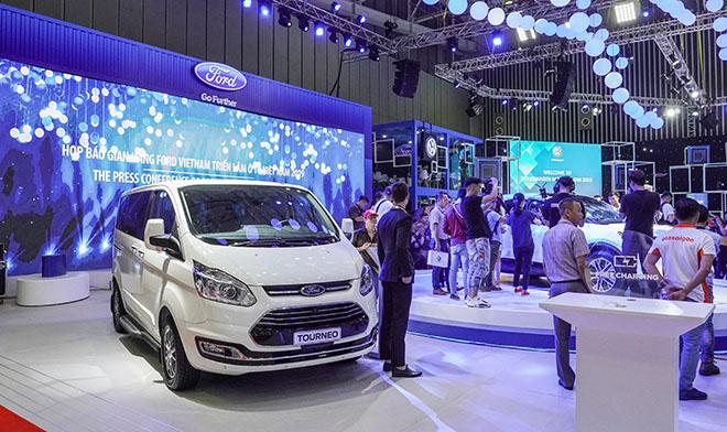 Kích cầu mua sắm, hàng loạt thương hiệu ô tô tại Việt Nam mạnh tay giảm giá - Ảnh 1.