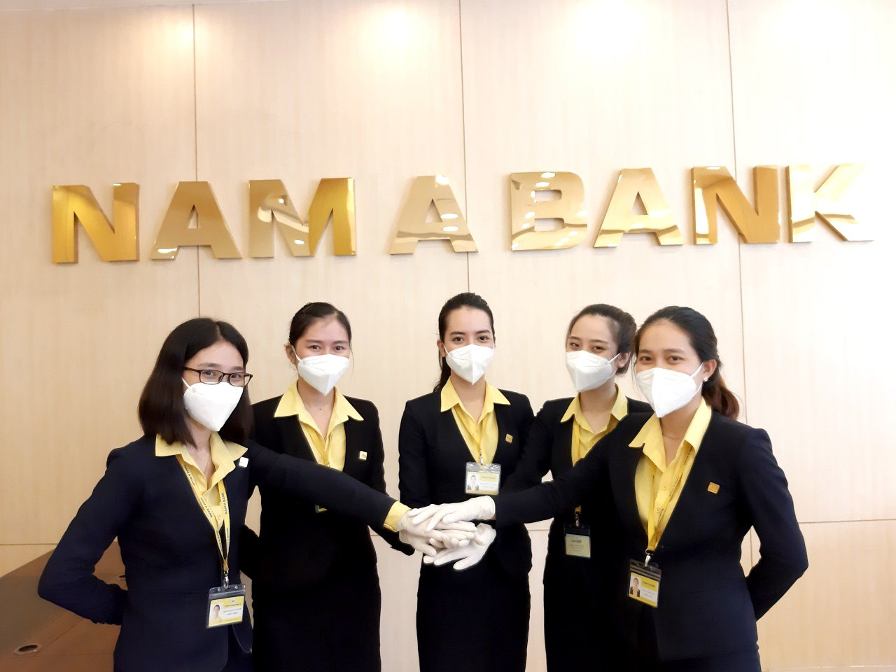 Nam A Bank muốn tăng vốn lên 8.564 tỷ đồng, niêm yết cổ phiếu lên HOSE/HNX - Ảnh 1.