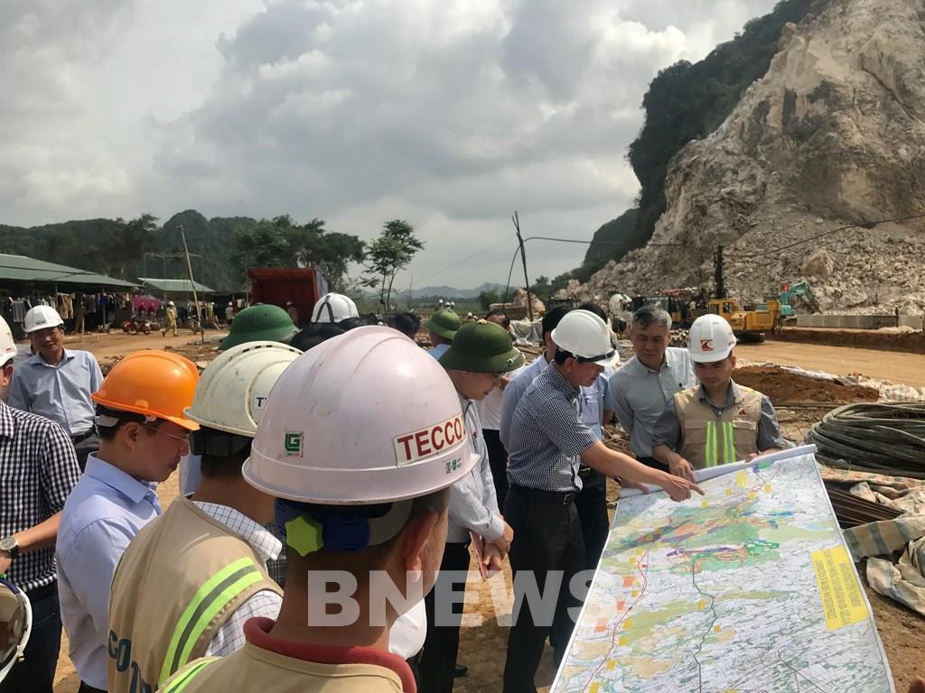 Tìm giải pháp tháo gỡ khó khăn cho các mỏ vật liệu phục vụ dự án đường bộ cao tốc Bắc – Nam - Ảnh 1.