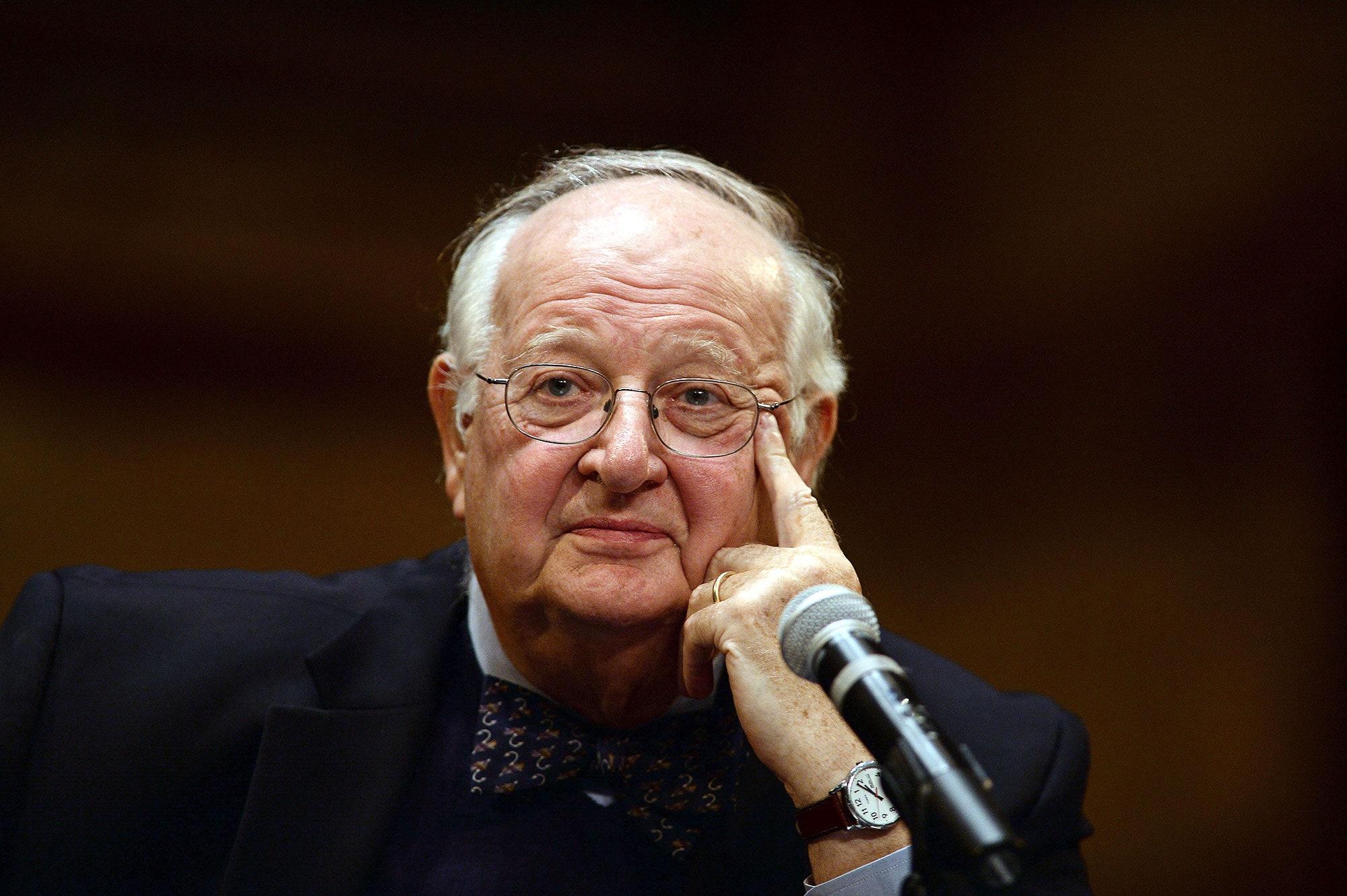 Nhà kinh tế đoạt giải Nobel nhận định về vấn đề đánh thuế tài sản - Ảnh 1.