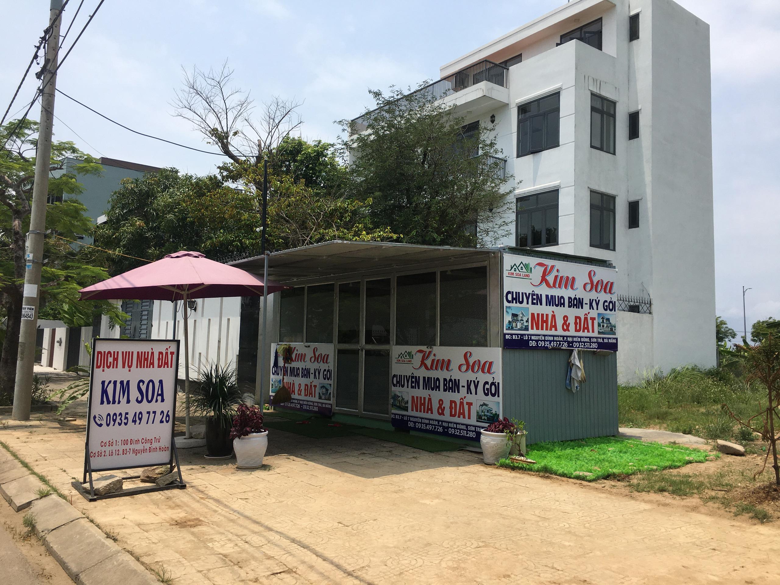 Môi giới Đà Nẵng dựng hàng loạt ki ốt không phép để kinh doanh khi cơn sốt đất diễn ra khắp nơi - Ảnh 7.