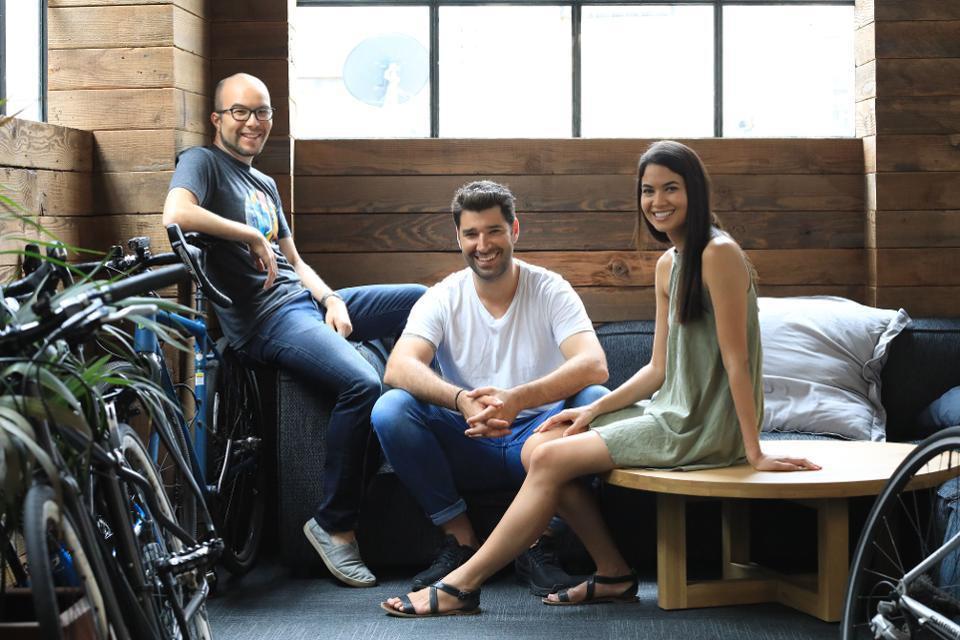 Startup kỳ lân Canva tăng gấp đôi định giá lên 15 tỉ USD biến các founder thành tỉ phú - Ảnh 1.