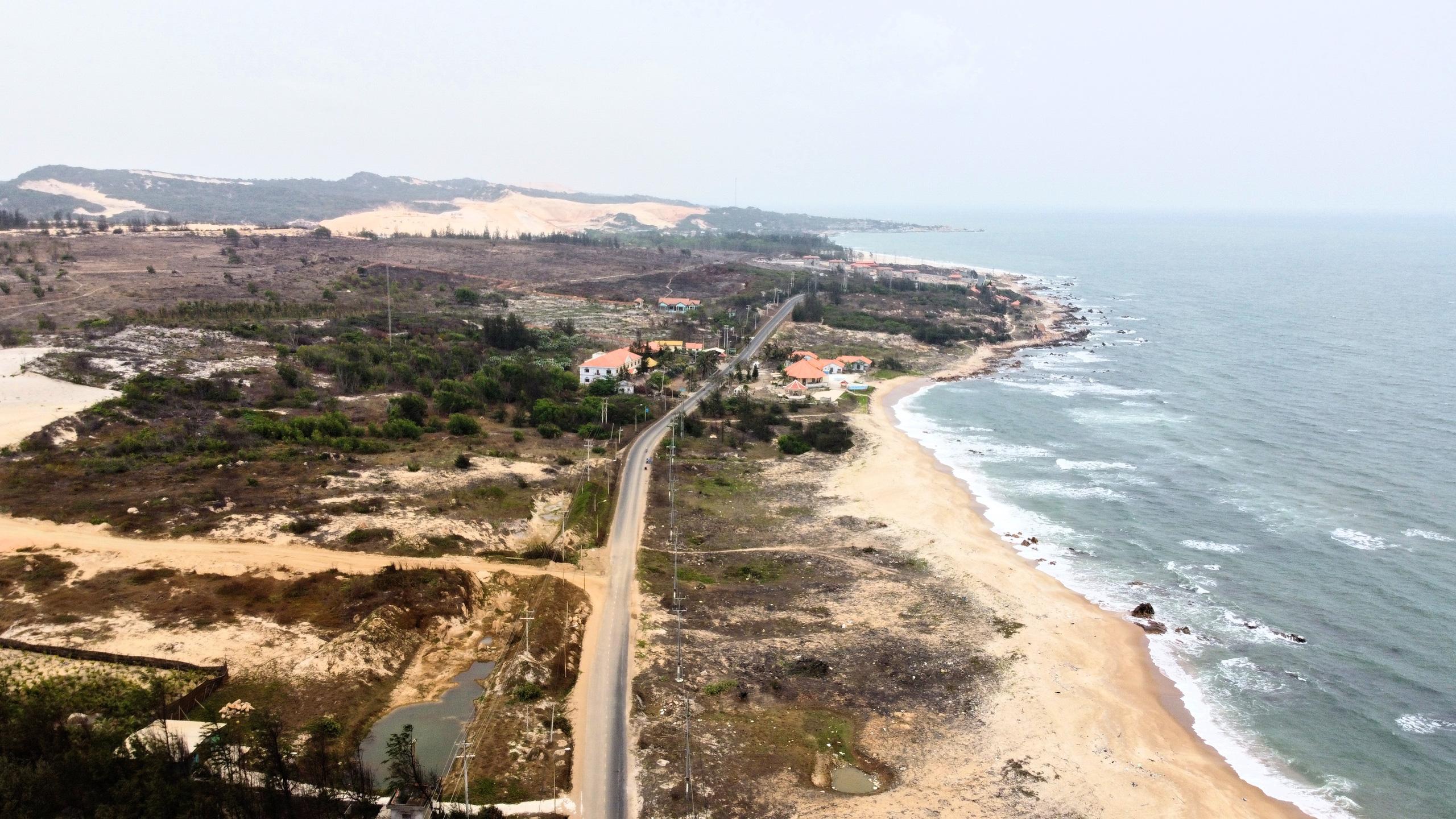 Cận cảnh tuyến đường ven biển ĐT.719 đoạn Phan Thiết - Kê Gà - Ảnh 1.