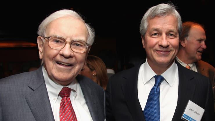 Warren Buffett tìm đến lời khuyên từ ai khi bế tắc  - Ảnh 1.
