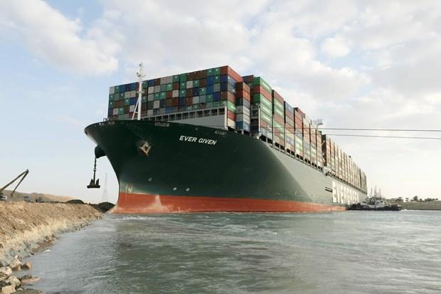 Tàu Ever Given bị giữ vì chưa bồi thường cho vụ mắc cạn ở kênh Suez - Ảnh 1.