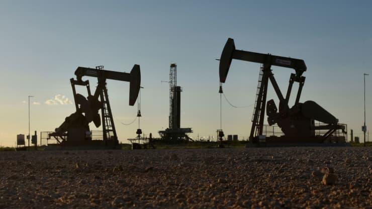 OPEC nâng dự báo nhu cầu dầu thô năm 2021 với hy vọng đại dịch sắp bị đẩy lùi - Ảnh 1.