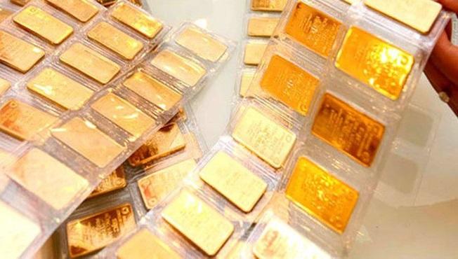 Giá vàng hôm nay 15/4: SJC bất ngờ giảm 100.000 đồng/lượng - Ảnh 1.