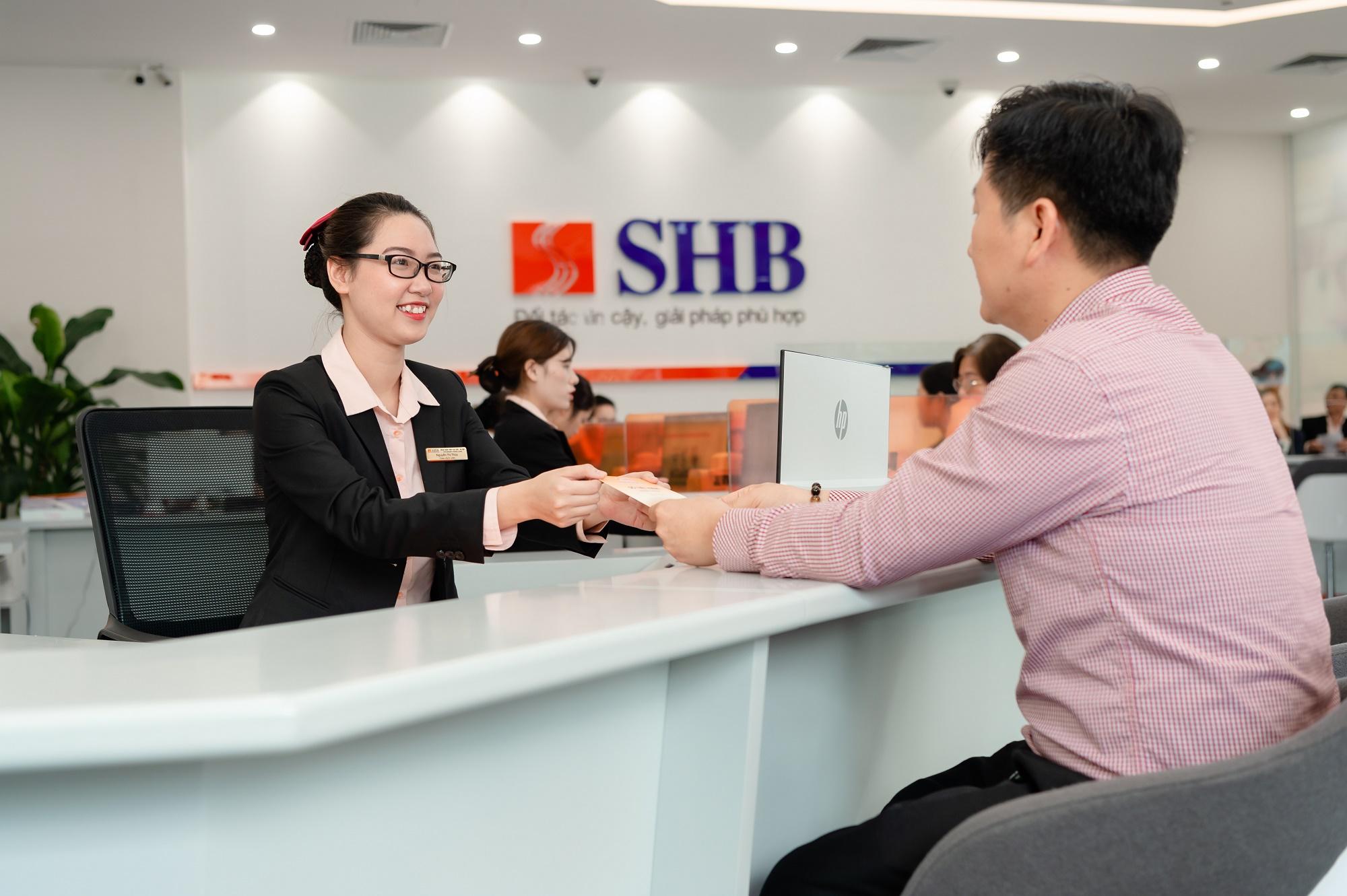 SHB muốn chào bán gần 540 triệu cổ phiếu với giá 12.800 đồng/cp, kế hoạch tăng tưởng lãi tối đa 87% trong năm 2021 - Ảnh 1.