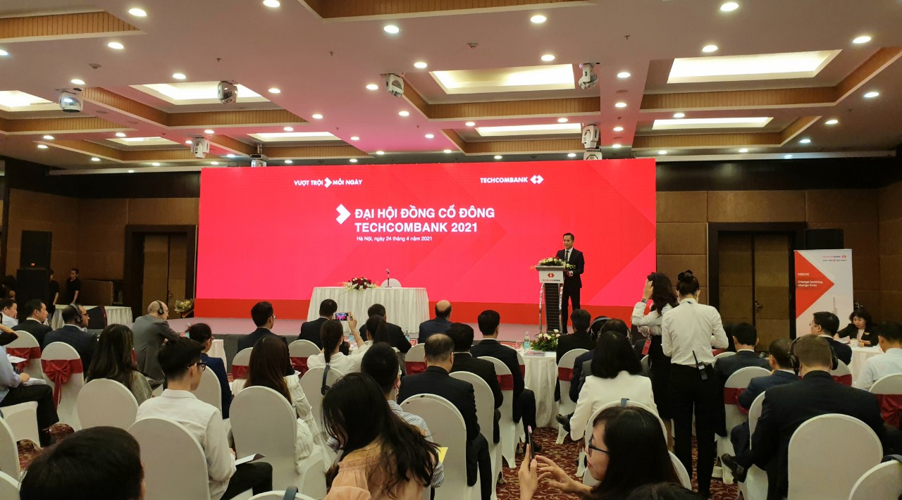 [LIVE] ĐHĐCĐ Techcombank: Em trai ông Hồ Hùng Anh được bầu làm thành viên HĐQT mới - Ảnh 1.