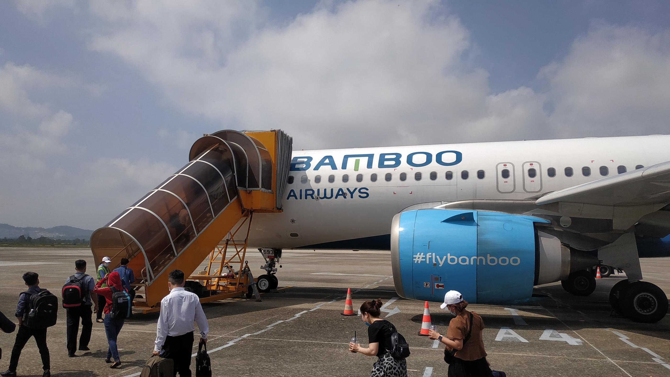 Số chuyến bay toàn ngành hồi phục mạnh, Bamboo Airways lấy lại ngôi đầu đúng giờ - Ảnh 1.