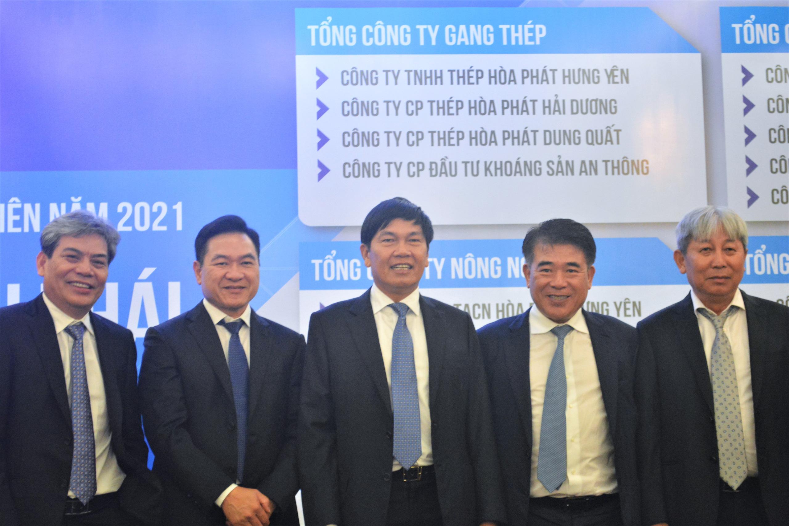 Ông Nguyễn Mạnh Tuấn muốn bán hơn 700 tỷ đồng cổ phiếu HPG cho hai con - Ảnh 2.
