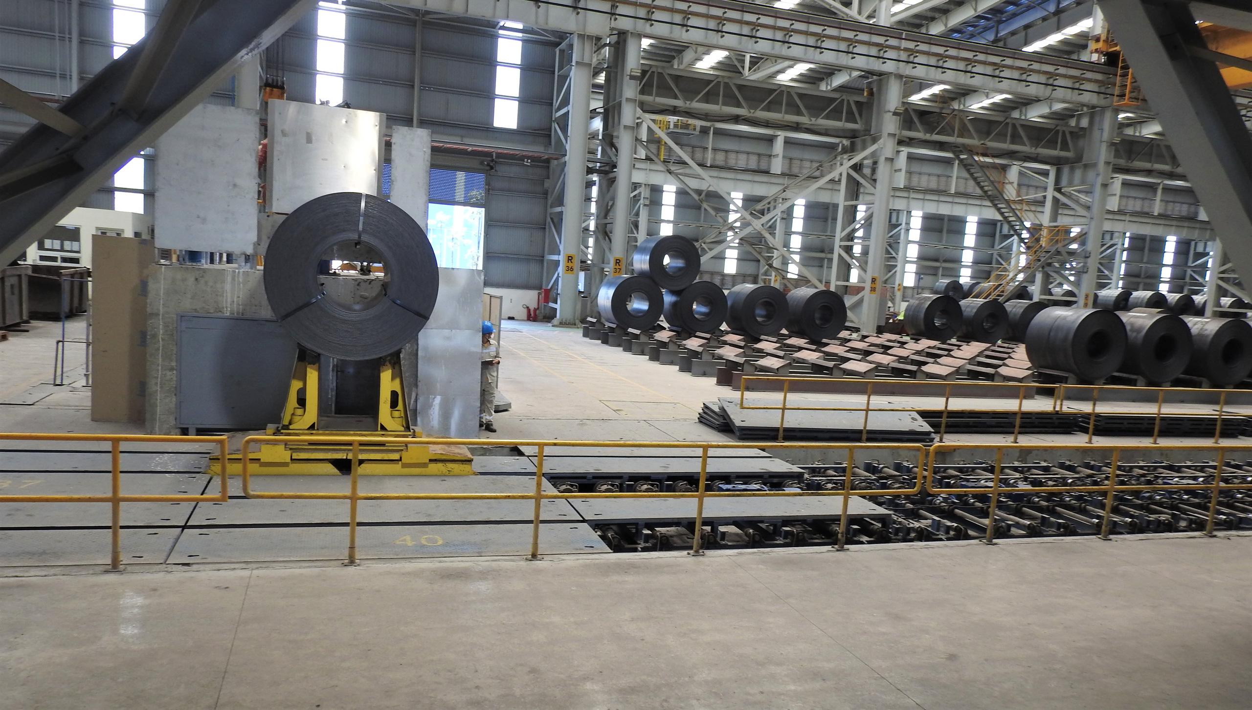 Hoa Sen, Nam Kim chi nghìn tỷ gom thêm nguyên vật liệu khi giá thép tăng phi mã - Ảnh 1.