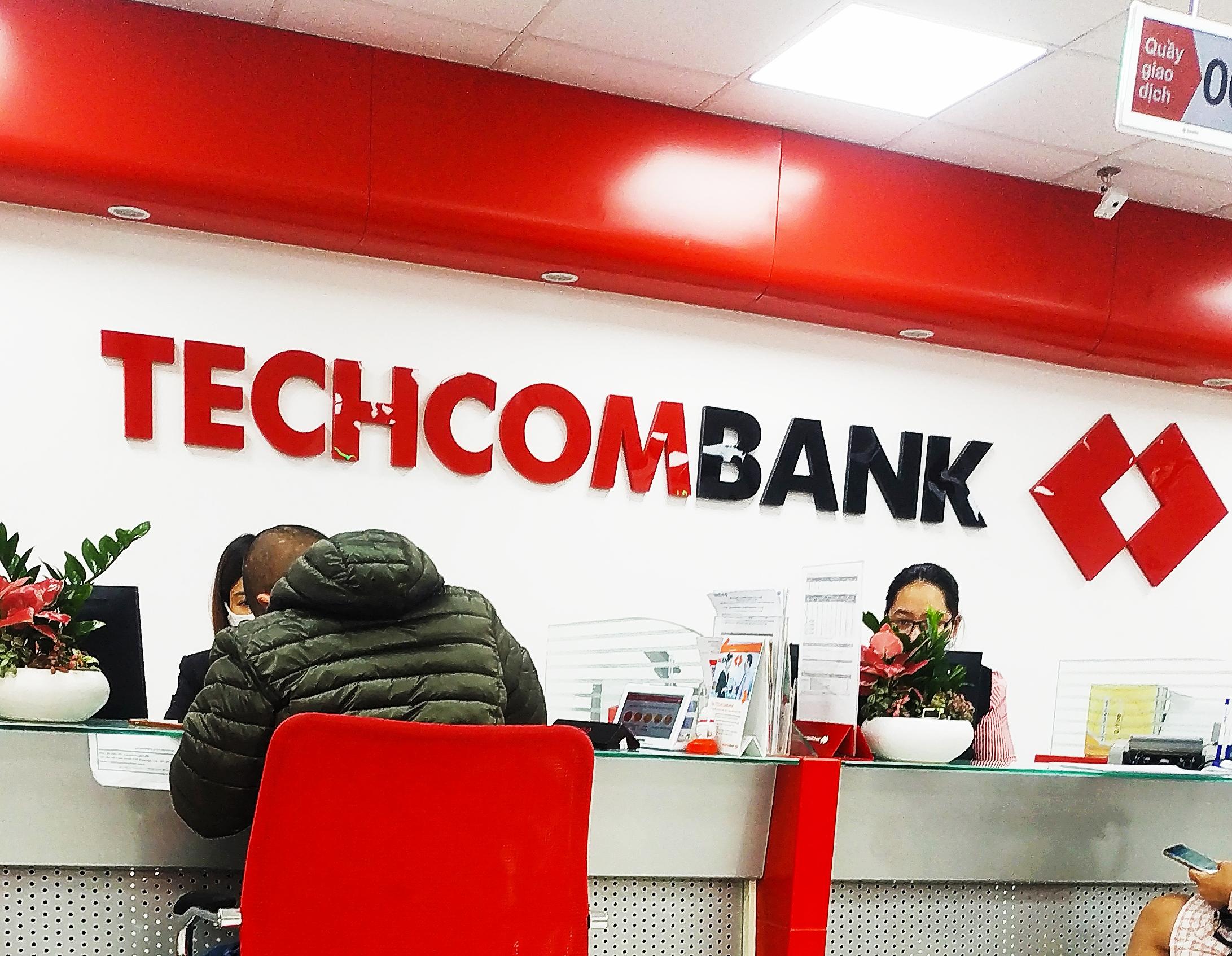 Techcombank vượt BIDV về vốn hóa - Ảnh 1.
