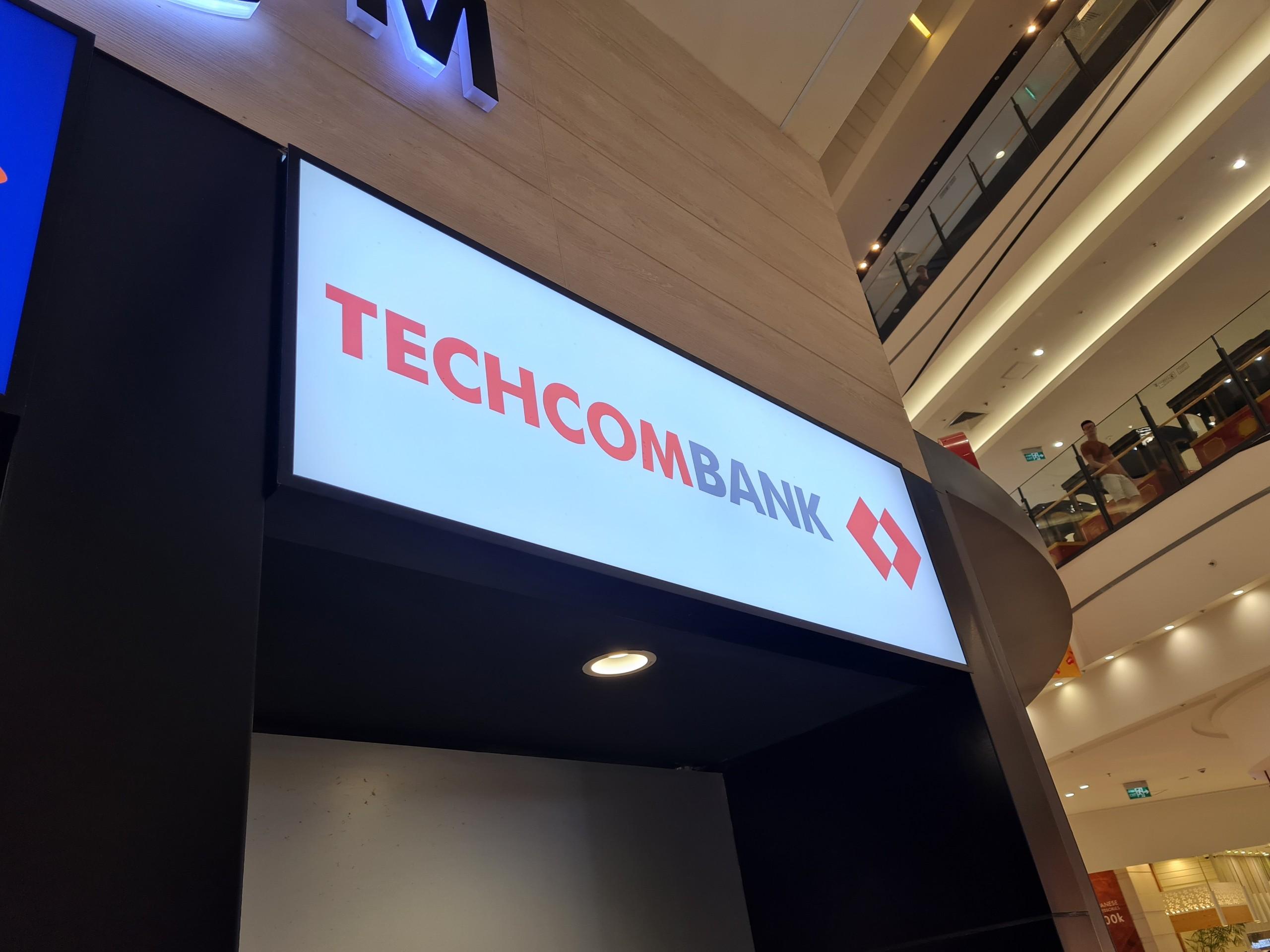 Techcombank báo lãi tăng gần 77%, tỷ lệ nợ xấu giảm xuống 0,38% - Ảnh 1.