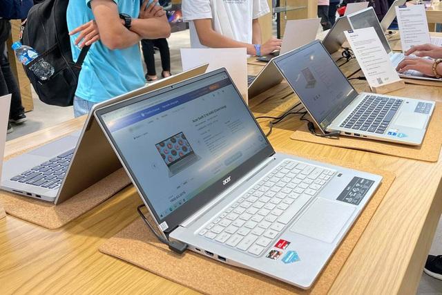 Thị trường máy tính xách tay tại Thủ đô khan hàng, sốt giá - Ảnh 1.