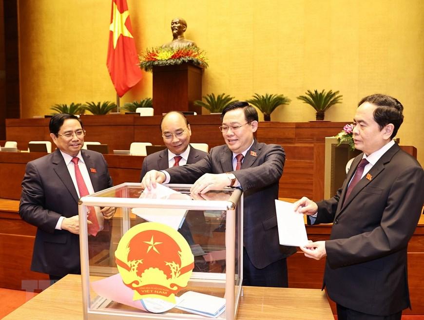 Miễn nhiệm 13 thành viên Chính phủ - Ảnh 1.