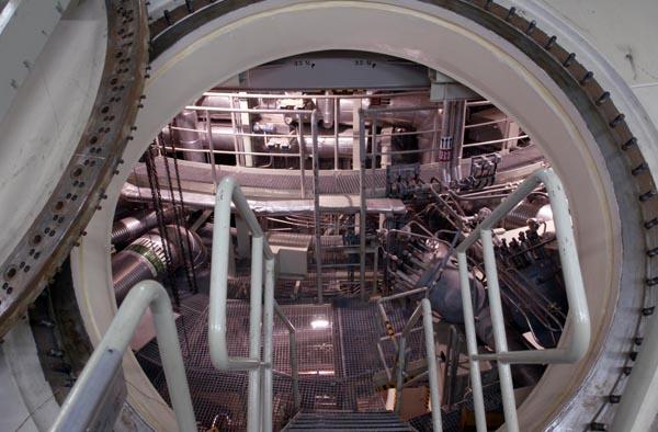 Tốn hàng tỷ USD xây nhà máy điện hạt nhân rồi đắp chiếu - Ảnh 3.