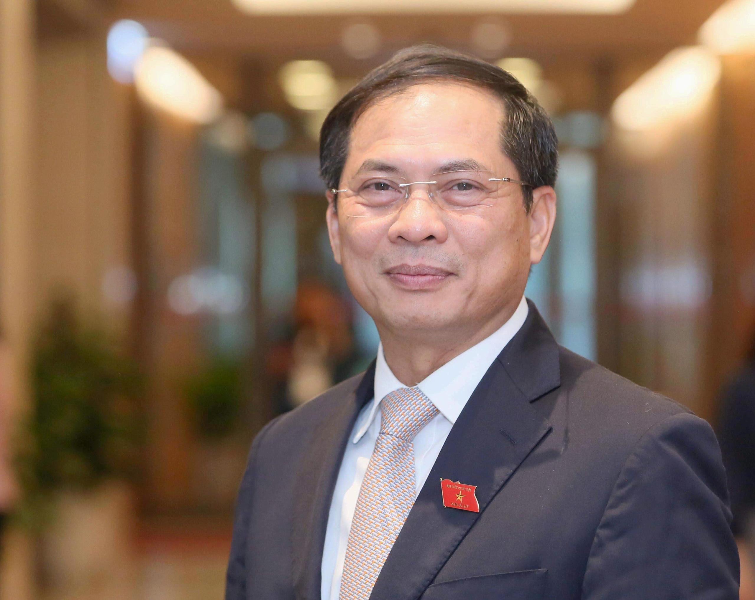 Trình phê chuẩn bổ nhiệm 12 bộ trưởng, trưởng ngành - Ảnh 3.