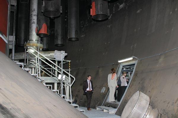 Tốn hàng tỷ USD xây nhà máy điện hạt nhân rồi đắp chiếu - Ảnh 2.