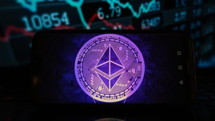 Giá ether lần đầu tiên vượt mốc 4.000 USD - Ảnh 1.
