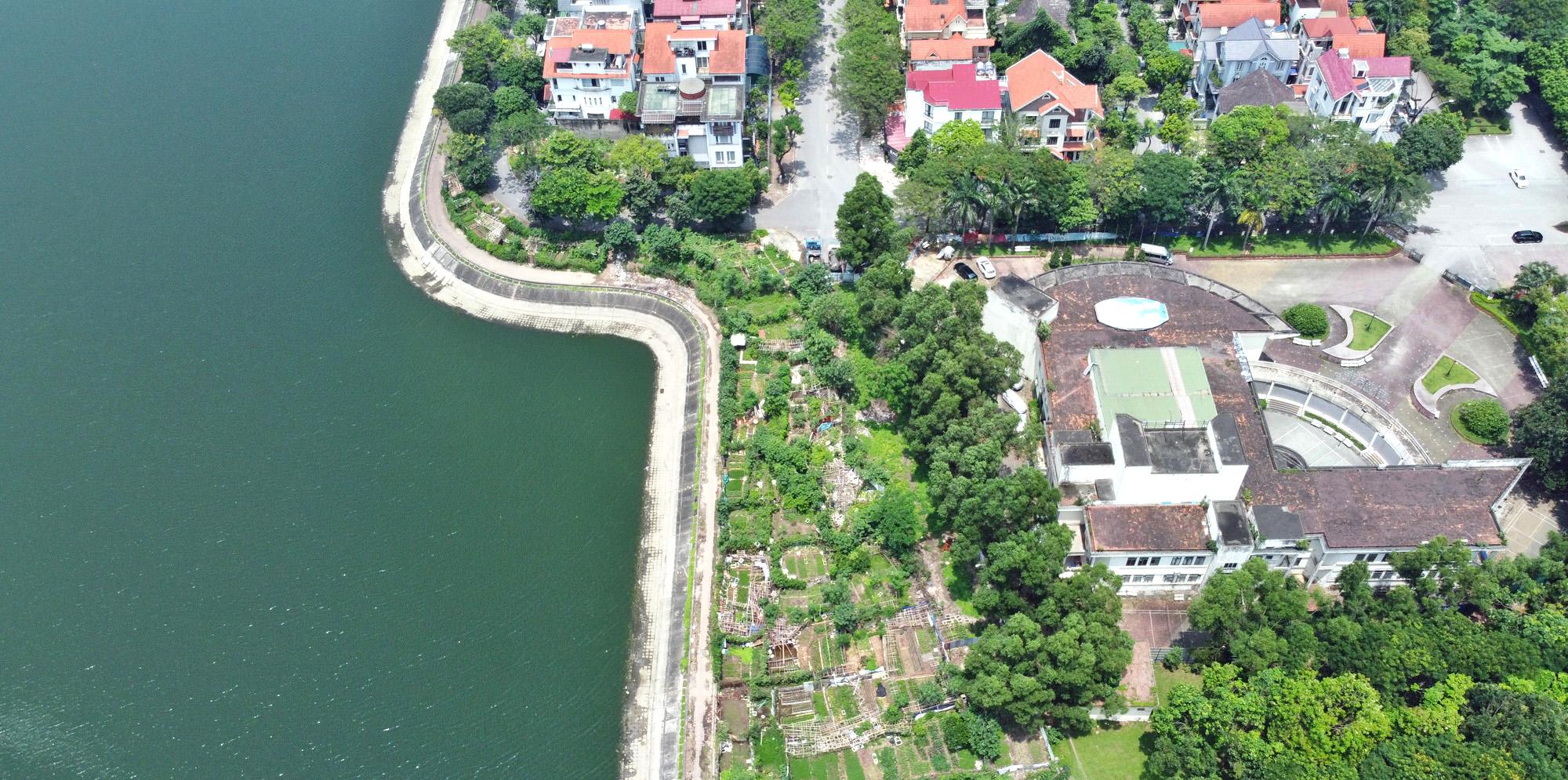 Cận cảnh những 'bán đảo' ngay giữa trung tâm Hà Nội - Ảnh 15.