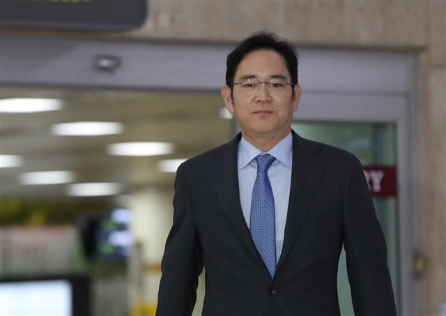 Thừa kế gia sản kếch xù từ cha, Thái tử Samsung trở thành người giàu nhất Hàn Quốc - Ảnh 1.